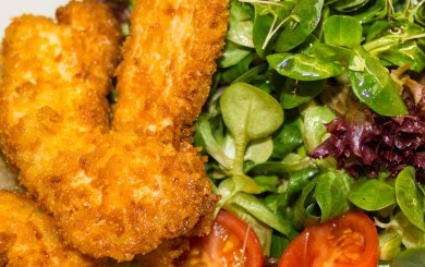 Vogerlsalat mit gebackenen Streifen